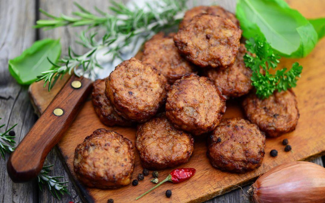 Graines de sarrasin aux chanterelles et ses polpettines de bœuf au pain Ezekiel