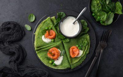Petites crêpes de brocolis au saumon fumé et sauce blanche au concombre